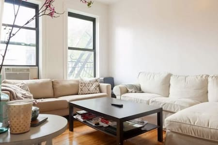Room in Adorable West Village Flat
