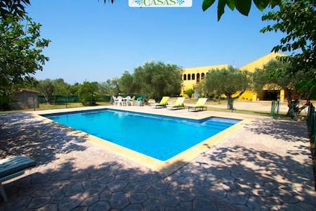 Stunning Peralada mansion for 15 people, only 8km from Costa Brava beaches! - House