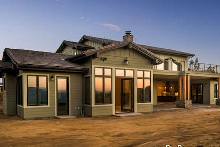 Private room with a view in new craftsman ranch! - Haus