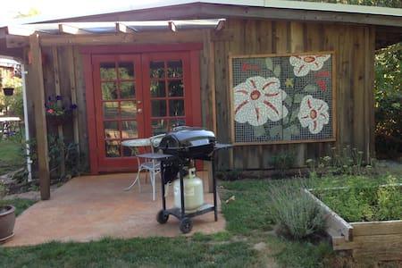 Creekside Cottage - Cabane