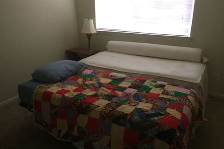 Private room with 2 twin sized beds