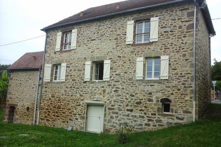 Maison dans un tout petit village - Saint Bazille de Meyssac - House