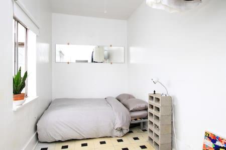 Minimalism+Comfort : Mount Pleasant - Vancouver - Apartment
