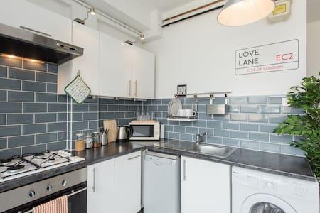 Shoreditch Loft + Double Room