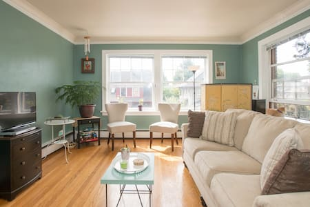 Charming 1920s Apt ... with a cat!