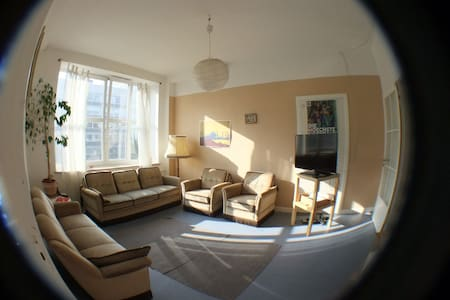 Friendly room in the city centre - Apartament