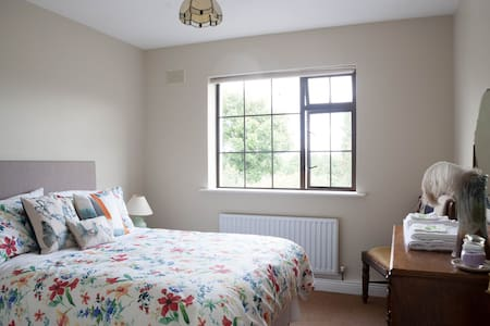 Cosy, Bright, Elegant Double Room - Borris - Casa