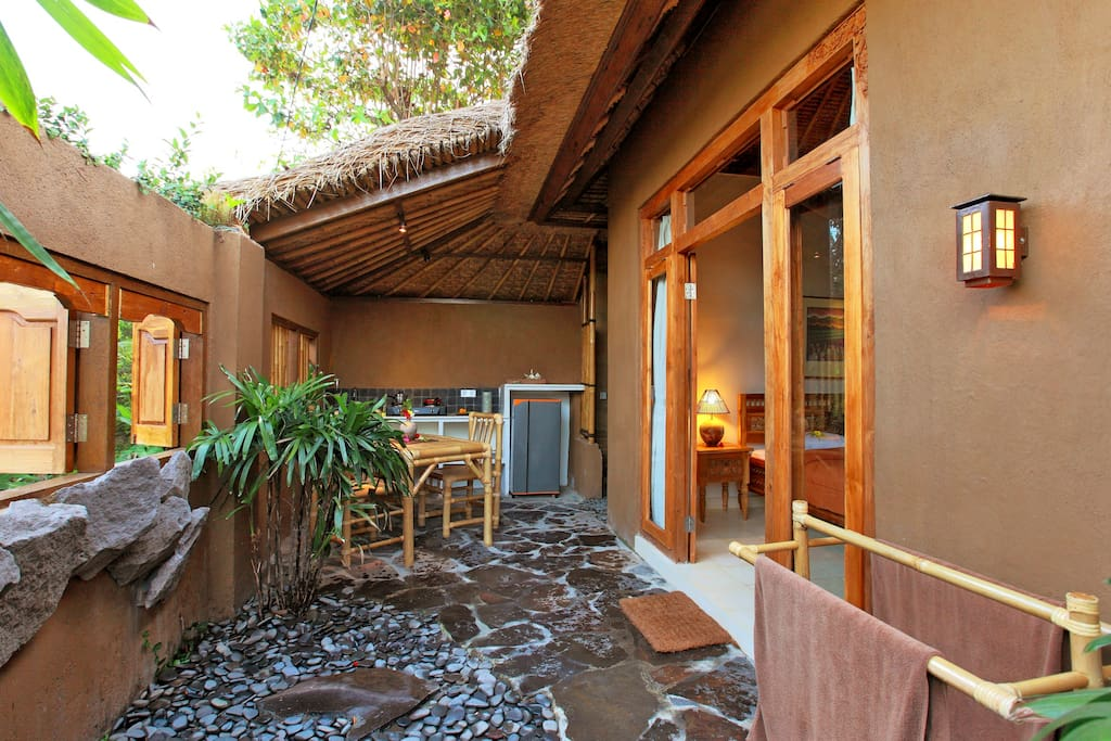 The kitchen and courtyard - completely private.