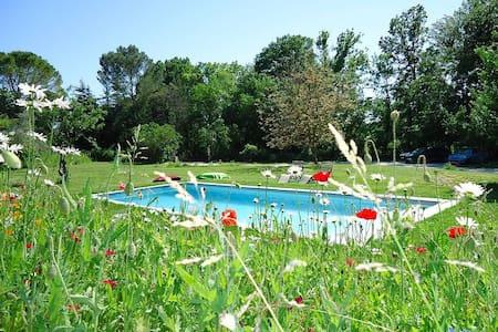 Gîte 90m2 avec terrasse et piscine - Lejlighed