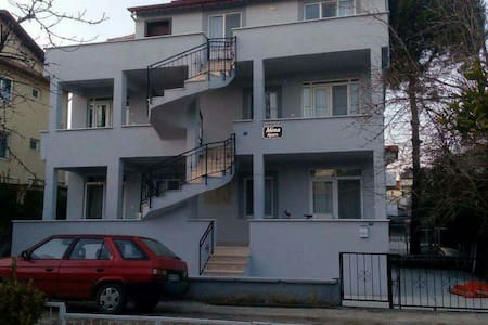 1+1 ve 2+1 denize 100 mt full eşya - Apartment