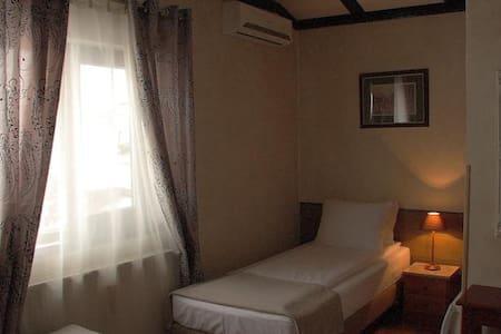 AVALON Rooms Twin bed room - Wikt i opierunek