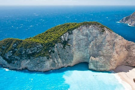 Zakynthos, direct on the sea.