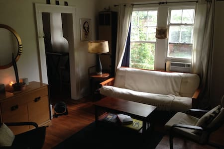 1 Bedroom Apartment near Uptown