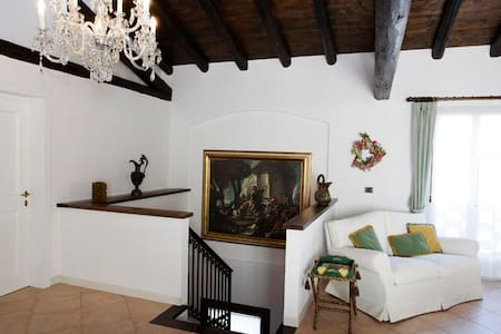B&B str. del collalto- stanza rossa - Bed & Breakfast
