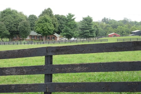 Bev's Boer Goats  & Rooms to Rent - Perryville - Bed & Breakfast