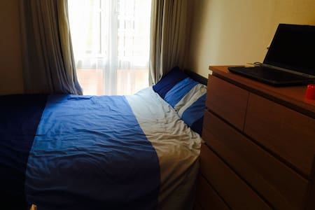 Double Bed Available in Dublin City Centre, Apartment in the heart of Dublin city centre 10 minutes walk to Temple Bar area and 10 minutes from O'Connell Street.  Located in a quiet area.