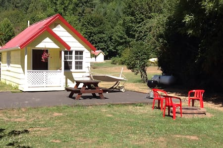 Affordable Getaway @ Mckenzie River - Appartement