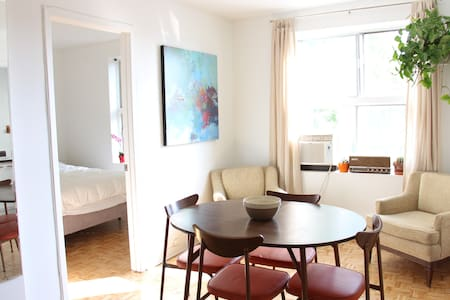 Calm and bright Mile-End apartment