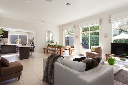 Queen Room in Beautiful House - Frankston - House