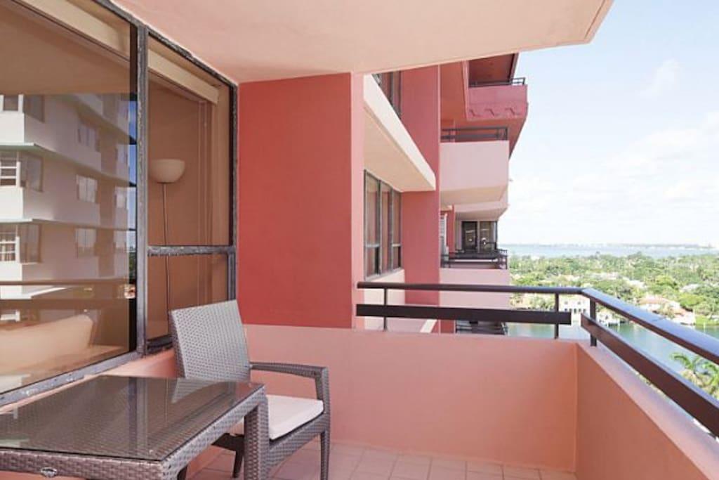 1514 Ocean Front Suite! Pool, Beach