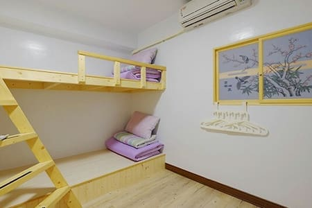 Room type: Shared room Property type: House Accommodates: 1 Bedrooms: 1 Bathrooms: 2