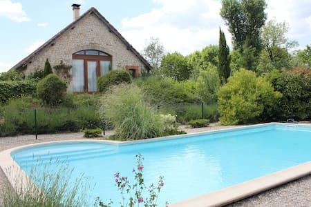 Chambres d'hôtes avec piscine proche de Cahors - Bed & Breakfast