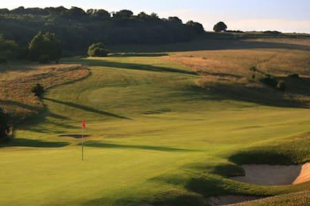 South Downs Eco golf retreat - Casa