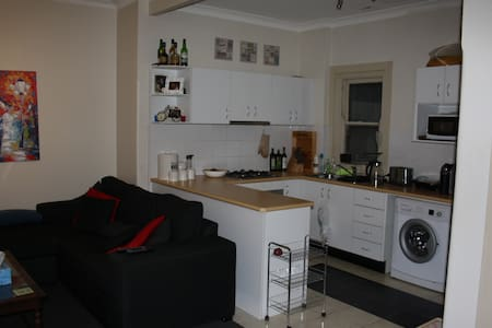 Cosy Coogee Apartment
