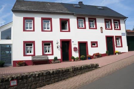 Ferienhaus in der Eifel - Hus