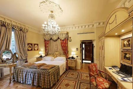 Luxury Suite for 2 w/hotel services - Monza