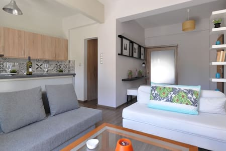 Near Niarchos Cultural Center - Moschato - Appartement
