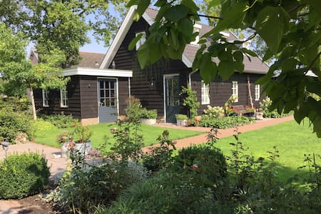Lovely guest house in green garden - Nijkerk - Penzion (B&B)