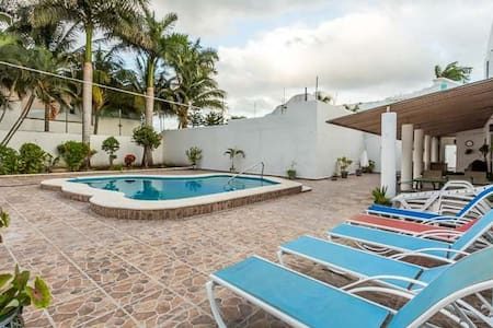 Large 5BR House, One Block To Ocean - Maison