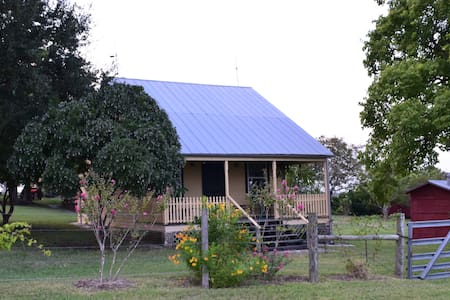 The Ollie House- Historic Cottage - House