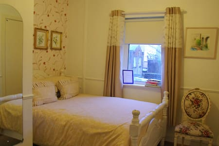 Rossa BB City Center - Galway - Bed & Breakfast