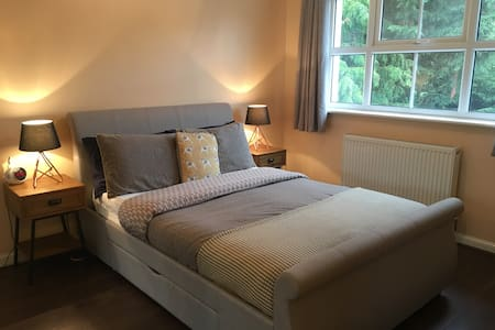 Large Family Home - Close to Luton Town & Airport - Luton