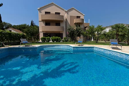 Deluxe Apartment with Pool - Apartamento