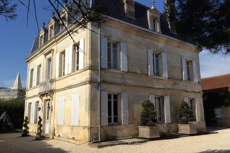 Typical landscape house- 19th centu - Talo