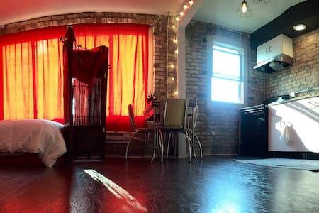Charming studio in Downtown Lansing