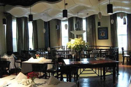The Inn at Solaire - Bed & Breakfast