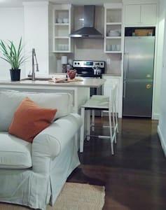 Sweet Retreat. Location! Location! - Mount Pleasant - Condominium