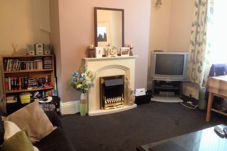 Cosy 2bed house, wifi nr uni & city - Bradford