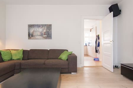 Close to City Hall, Tivoli & Metro - Copenhagen - Apartment