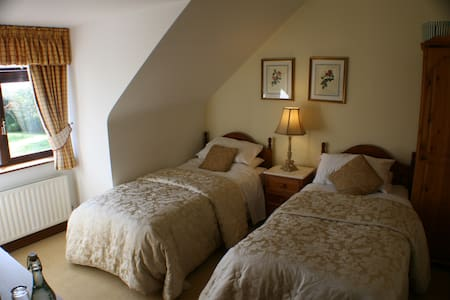 This is a twin room 2 singlebeds - - Bed & Breakfast