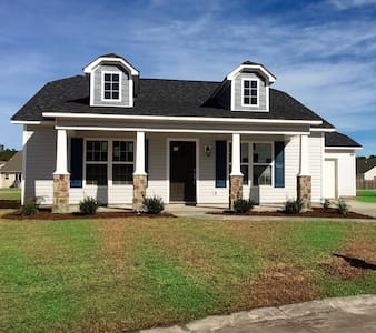 Beautiful, Fully Furnished New Home / Bedroom - New Bern - House