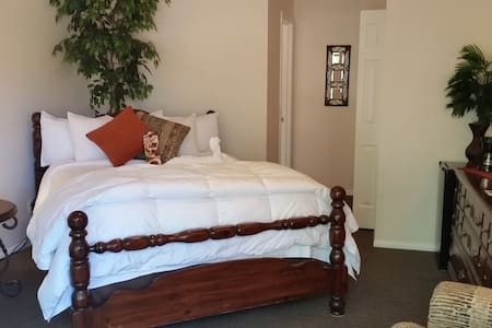 Whispering Creek B&B-Orchard Rm