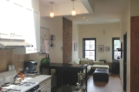 Queen 1BR in Immaculate Apartment