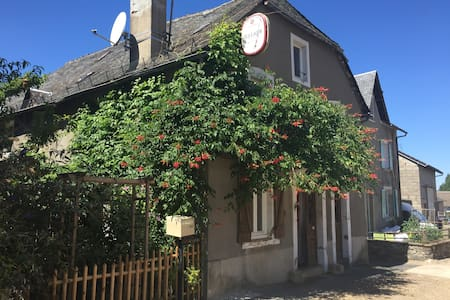 Chambre entre Brive & Tulle - Le Chastang - House