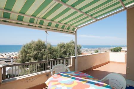 Overlooking the Sea - Lido di Tarquinia - Huoneisto