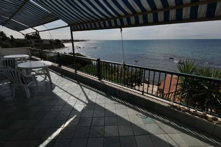 Located in Santa Marinella, 45 min by car from Rome, this fully-equipped & fully-furnished appartment has a direct access to the beach. You will enjoy the sea view from the large balcony. 3 bedrooms are available for a maximum of 6 people, 2 bathrooms, a large dining room/ living room.  Free car park inside the courtyard.